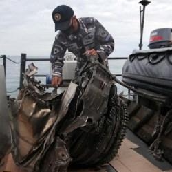 DITEMUKAN 16 Potongan Besar Pesawat Sriwijaya Air dan 10 Kantong Jenazah