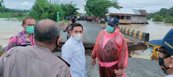 DITANGANI DARURAT Jalan Nasional Hubungkan Banjar – Hulu Sungai Ambrol Akibat Banjir