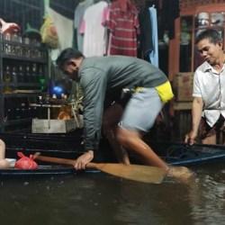 PILIH MENGUNGSI. Belasan KK di Kelurahan Murung Raya akibat Debit Air Terus Meninggi