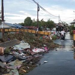 DLH KEWALAHAN Tangani Sampah Tumpukan Sampah, Usai Diterjang Banjir