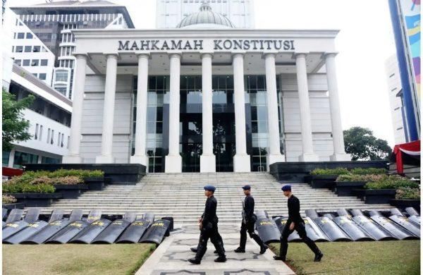 DIDEBAT HAKIM MK Pertanyaan Denny Indrayana kepada Saksi Termohon