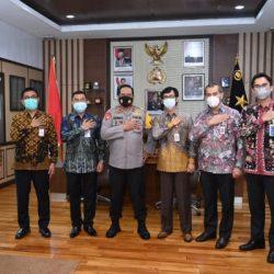 KAPOLDA KALSEL Ingatkan Monitor Investasi Bodong ketika Menerima Audiensi OJK Regional 9 Kalimantan Beserta Jajaran Bank