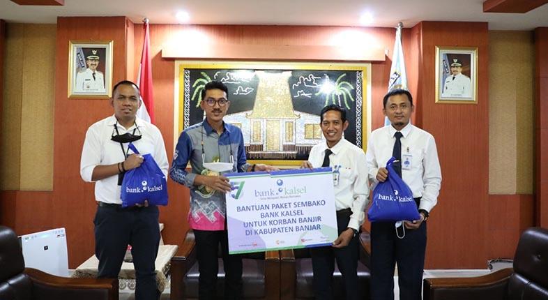 PAKET SEMBAKO untuk Korban Banjir Diserahkan Bank Kalsel Cabang Martapura