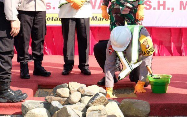 BATU PERTAMA Diletakan Kapolda Kalsel Tanda Dimulai Pembangunan Mako Polres Kotabaru