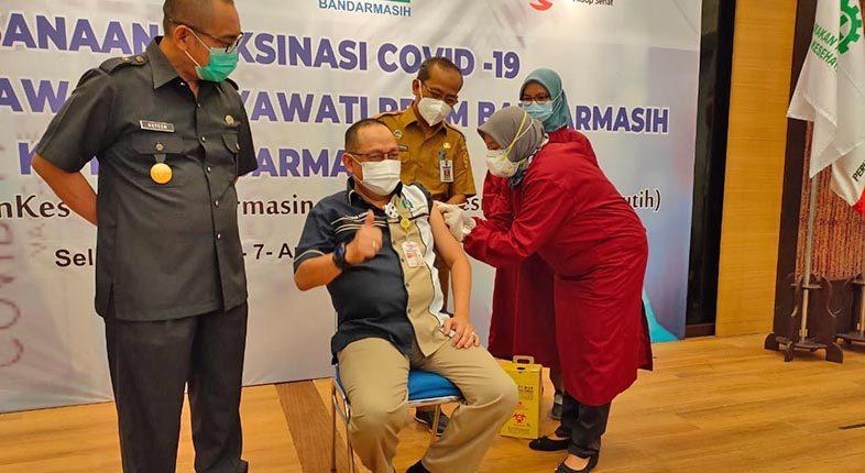 400 KARYAWAN dan Direksi PDAM Bandarmasih Disuntik Vaksin Covid-19