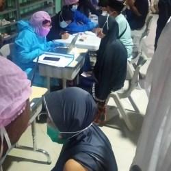 DINKES MANFAATKAN Momen Selesai Tarawih untuk Vaksinasi