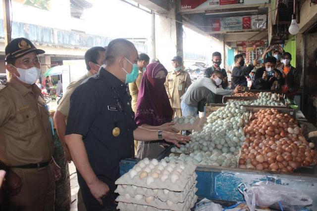 Inspeksi Mendadak (Sidak) harga bahan pokok di Pasar Sentra Antasari Kota Banjarmasin 2