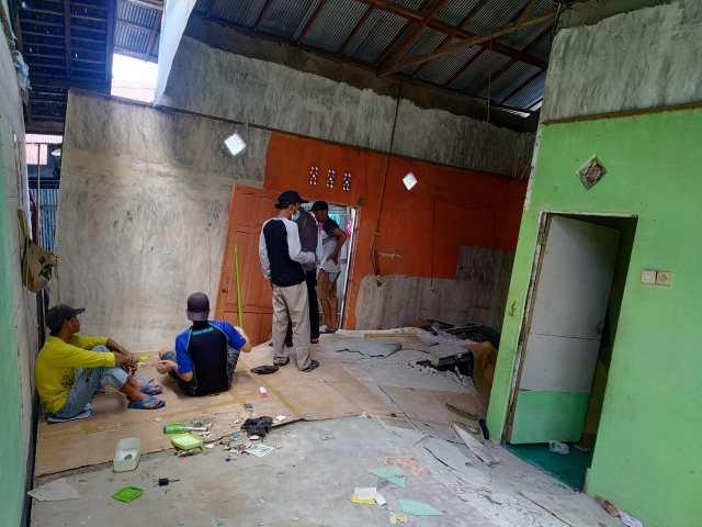 Sebuah rumah Ambruk didi Jalan Cempaka Raya 4 di Kota Banjarmasin (2)
