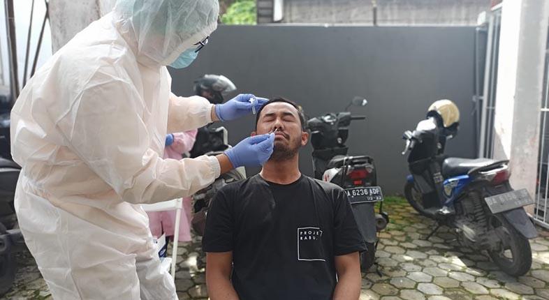 KALSEL SUMBANG 98 Kasus dari. Sebaran 4.656 Kasus Baru Positif COVID-19 di Indonesia