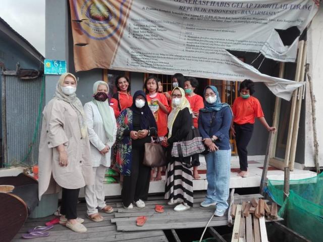 Forum Jurnalis Perempuan Indonesia (FJPI) Kalsel melakukan aksi peduli (2)