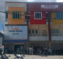 NYARIS AMBRUK Bangunan Ruko Berlantai 3 di Pramuka