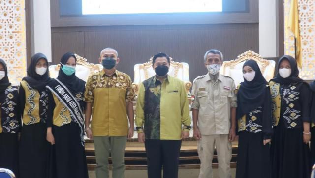 H.Ibnu Sina resmi mengukuhkan pengurus Forum Anak 5 Kecamatan Periode 2020-2022 (2)