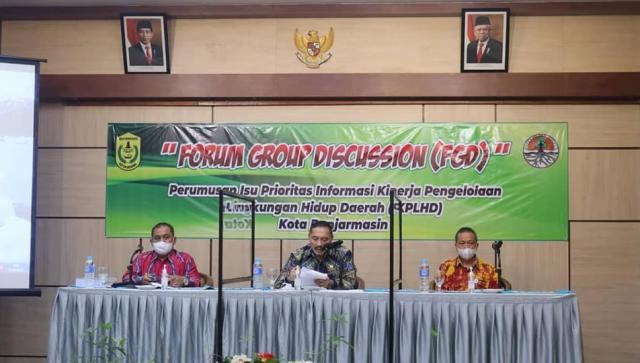 Pelaksana harian sekretaris Daerah Kota Banjarmasin, Drs H. Mukhyar, M.Ap membuka acara Forum Group Discussion (FGD)