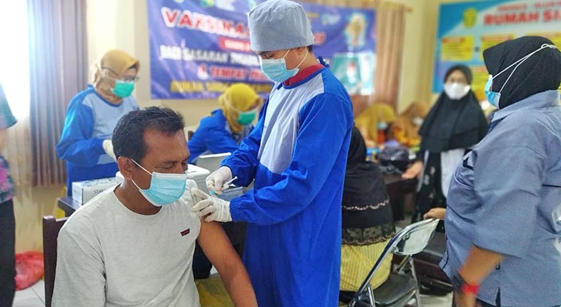 DIBALAS SENYUMAN, Suntikan Vaksin ke Orang Dengan Gangguan Jiwa