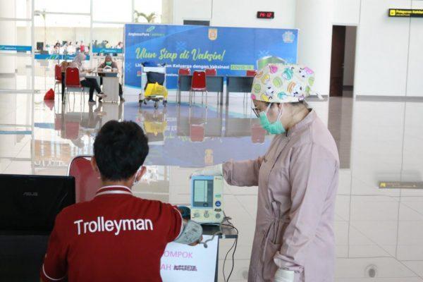DIVAKSIN Hampir Seribu Pekerja Bandara Syamsudin Noor