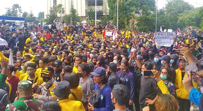 MAHASISWA Kalsel Turun ke Jalan, Kecewa KPK Dilemahkan