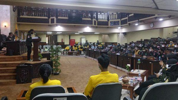 """RUANG SIDANG Paripurna DPRD Kalsel """"Dikuasi"""" Mahasiswa"""