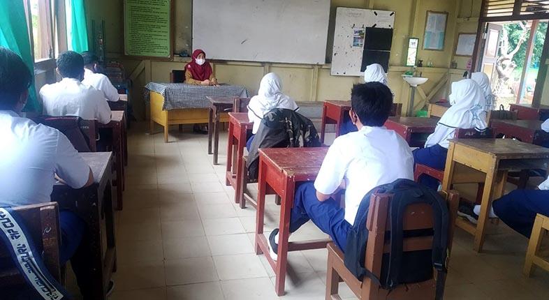 KETUA KOMISI IV: Fasilitasi Guru dan Murid Tes PCR