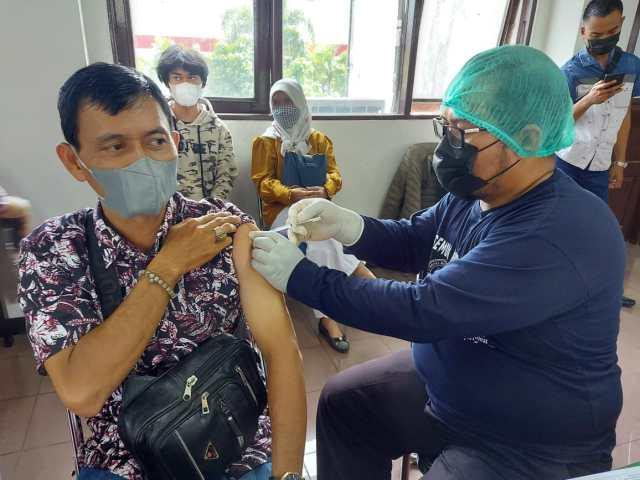 Program vaksinasi Covid-19 terus digencarkan oleh Dinas Kesehatan (Dinkes) Kota Banjarmasin, kali ini vaksinasi menyasar advokat (1)