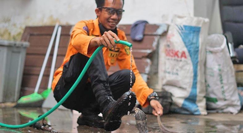 ULAR TANGKAPAN Tim Animal Rescue Rutin Mandi dan Disikat, Biar Tidak Jamuran
