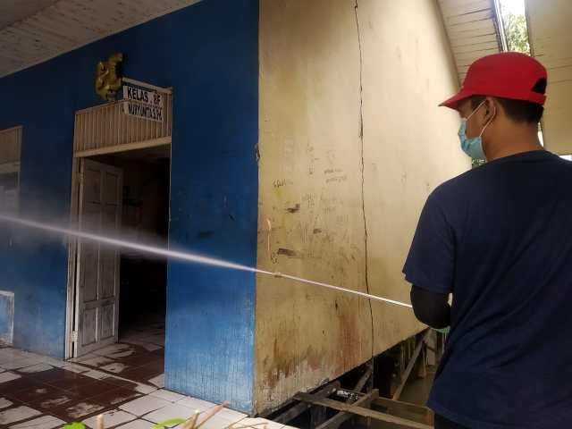 USAI DITEMUKAN Guru Terpapar Covid, Sekolah Langsung Disemprot Desinfektan (2)