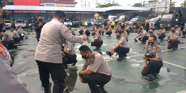 DISIRAM 56 Anggota Polresta Banjarmasin dengan Air Bunga
