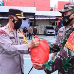 HARI PERTAMA PPKM Level 4, Polresta Bagi-bagi Sembako