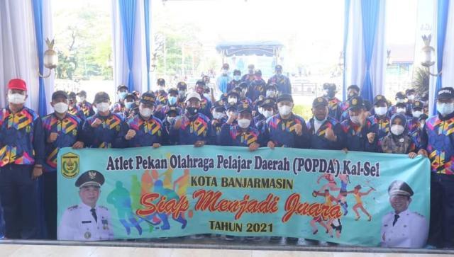 pimpin pelepasan kontingen atlet Pekan Olahraga Pelajar Daerah (POPDA) Kota Banjarmasin (3)