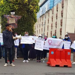 AKTIVIS Narasi Perempuan Desak Rektorat Uniska Usut Serius Catcalling MRA