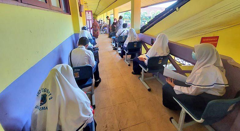 ANTRE Siswa SMP di Banjarmasin Bervaksin di Sekolah