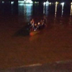 """MOBIL TRUK Berpenumpang 9 Orang """"Terjun Bebas"""" ke Sungai Barito di Kawasan Pelabuhan Trisakti"""