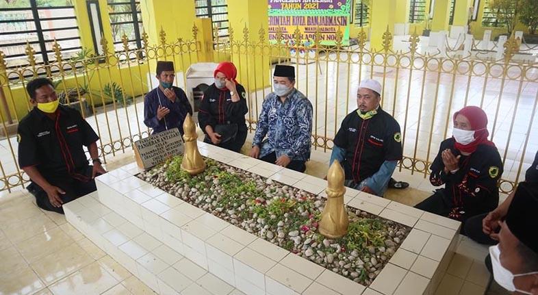 TABUR BUNGA di Makam Pangeran Antasari, Peringati Wafatnya
