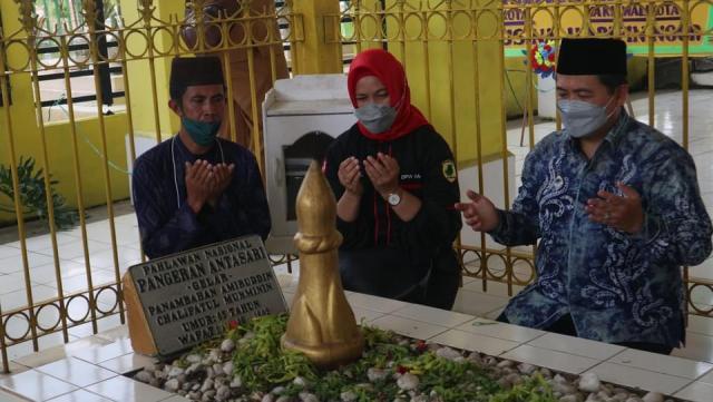 TABUR BUNGA di Makam Pangeran Antasari, Peringati Wafatnya (3)