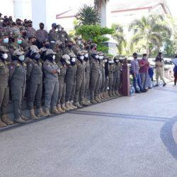 KECEWA Massa Aksi Haul Omnibus Law tak Bisa Ketemu Gubernur Sahbirin