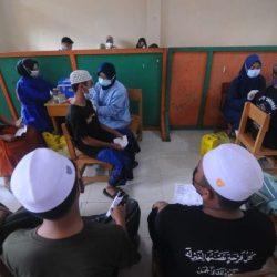 PENGASUH DAN SANTRI Ponpes Al Falah Sambut Positif Polda Kalsel Laksanakan Vaksinasi