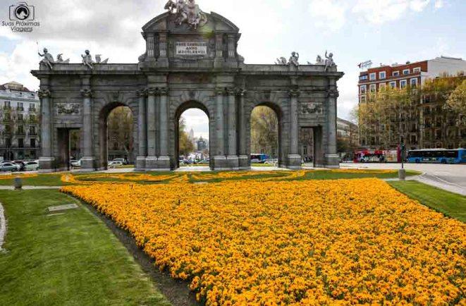 Puerta de Alcalá em Madri Espanha
