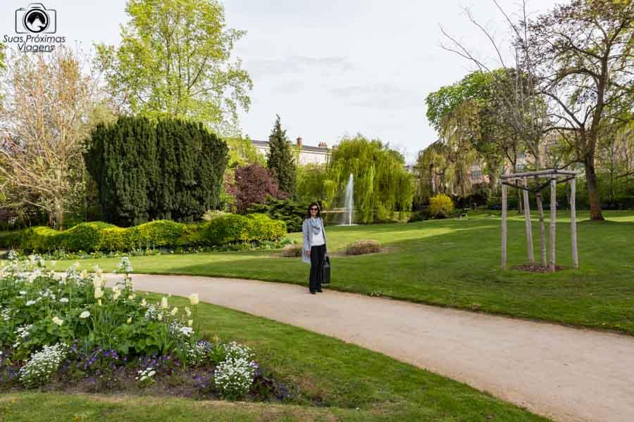 Vista da Praça Henri Deneux em Reims