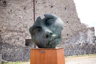 Imagem de uma escultura em bronze em Pompéia