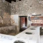imagem do Interior de um antigo armazém em Pompéia