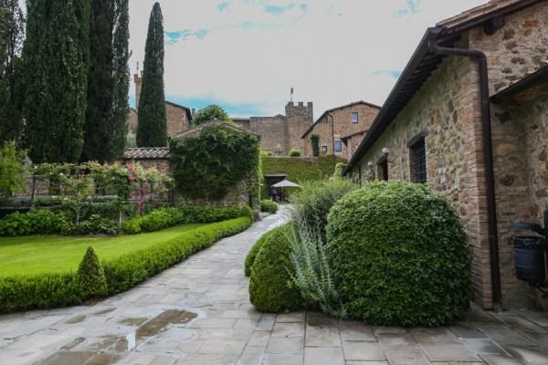 Vista do Castelo de Banfi, uma das Vinícolas da Toscana