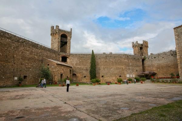 Por dentro das Muralhas de Montalcino na Toscana