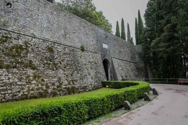 Entrada do Castelo de Ricassoli, umas das Vinícolas da Toscana Italia