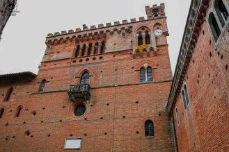 Parede Alvejada na Barone Ricasoli nas Vinícolas da Toscana Itália