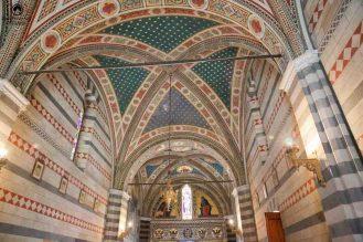 Vista interna da Capela Barone Ricasoli nas Vinícolas da Toscana
