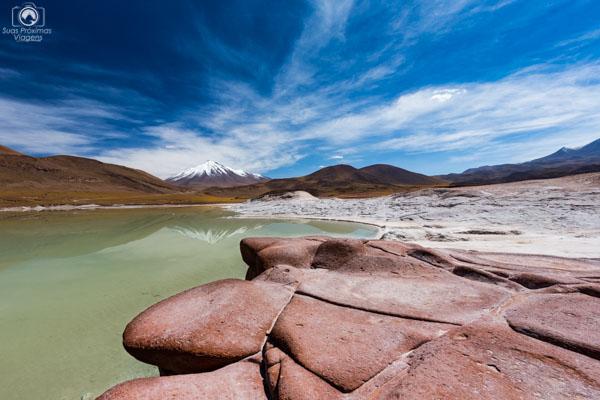 Vulcão ao Fundo visto desde Piedras Rojas no Deserto Atacama Roteiro