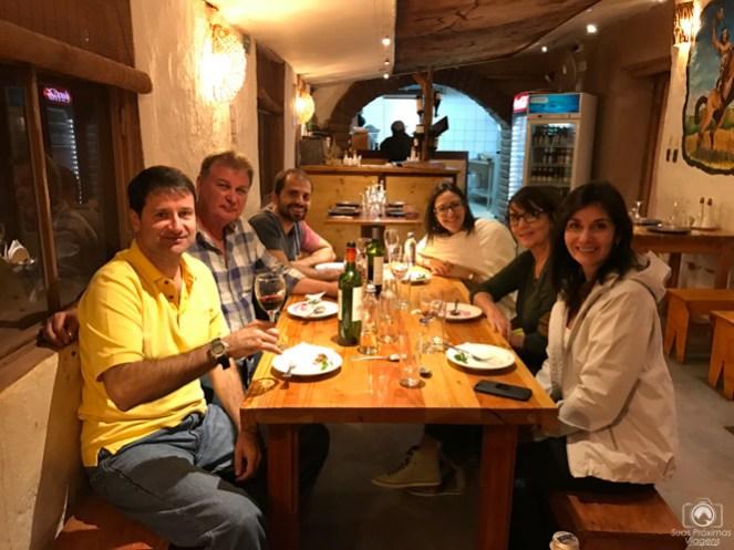 Grupo Jantando no Restaurante Baltinache em San Pedro de Atacama