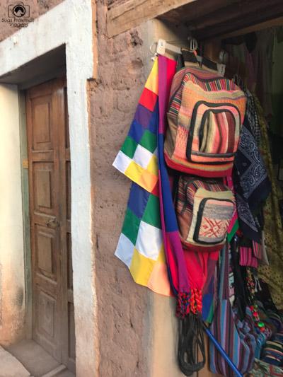 Imagem da entreda de uma loja na Calle Caracoles no Deserto do Atacama