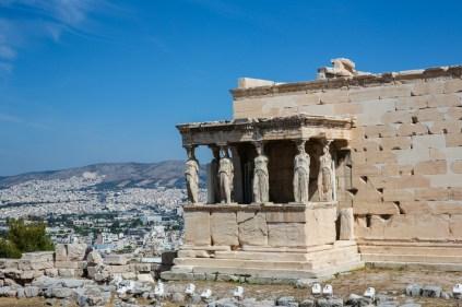 Vista Lateral da Ruína de Erectéion em Acrópole