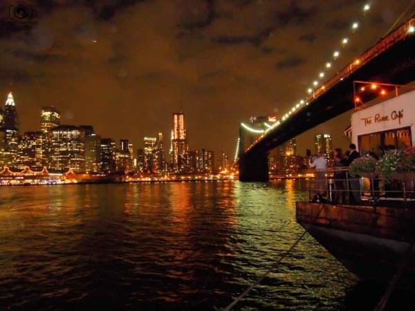 Vista da Brooklyn Bridge à Noite em Nova York