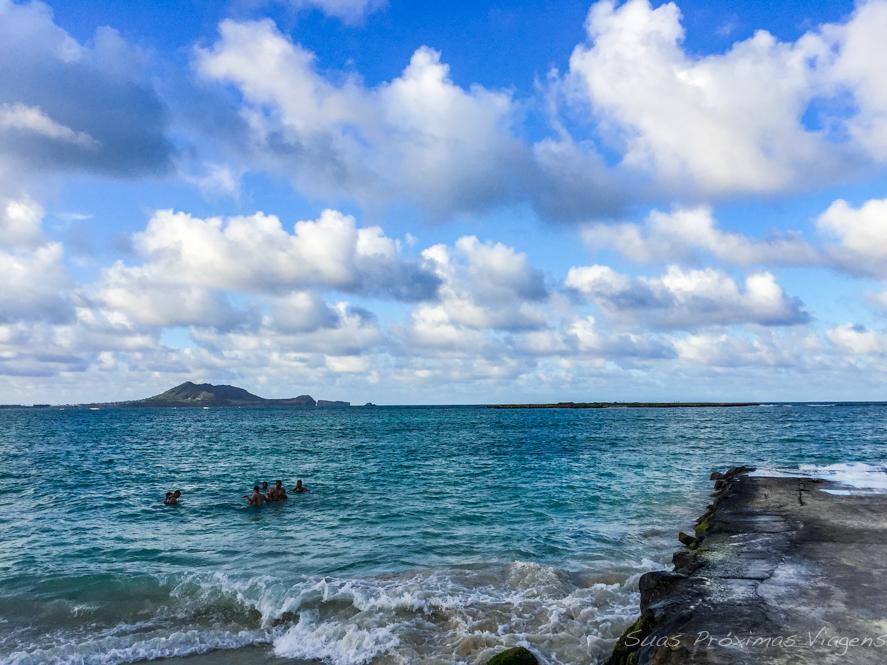 Banhistas na Praia Kailua em Oahu